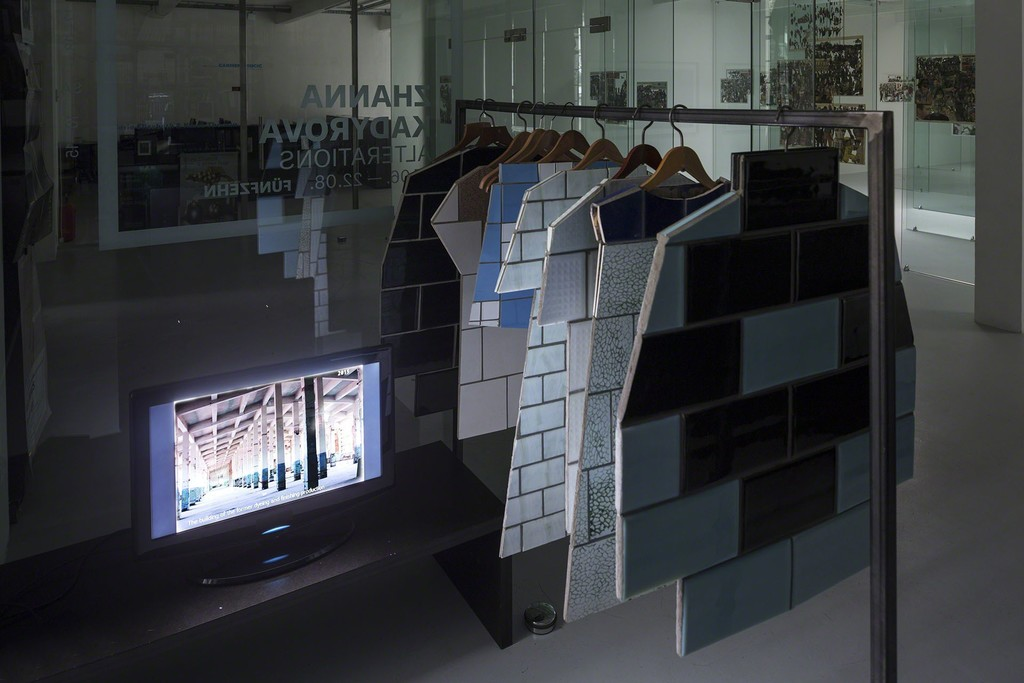 Zhanna Kadyrova, Second Hand, 2015 10 pieces, Tiles form the Soviet era, wood dimensions variable, video 20 min courtesy by the artist and GALLERIA CONTINUA, San Gimignano/Beijing/Les Moulins/Habana, photo: Christian Vorhofer