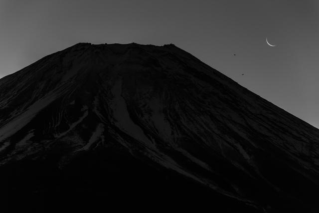 , 'The Moon and Mt. Fuji,' 2018, Onishi Gallery