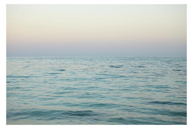 Maude Arsenault, 'Une mer, Entre le bleu et le rose', 2018, The Print Atelier
