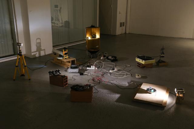 , 'Una obra de teatro multi fracaso / Instalación de siete objetos sonoros,' 2018, EL GRAN VIDRIO