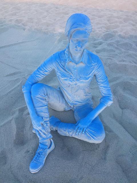 Daniel Arsham, 'Blue Gradient Seated Female Figure', 2017, Baró Galeria