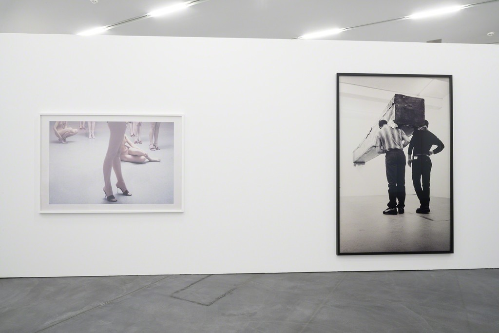 Vanessa Beecroft, VB35 Performance, 1998, Vibracolor-Print, 122.5 x 176 cm, Sammlung Fotomuseum