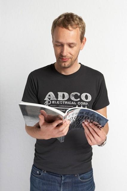 Christian Jankowski, 'Christian Jankowski reads 50 Parkett Artists Collaborations (for Parkett 81)', 2007, Parkett