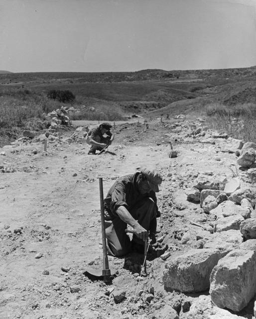 Robert Capa, 'Israel, the new settlements: Jechiam', 1948-1950, Il Ponte