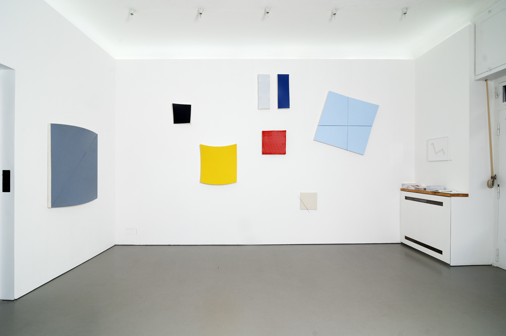 View into the exhibition with various paintings in a special choreographed wall installation ; photo: Jürgen Baumann