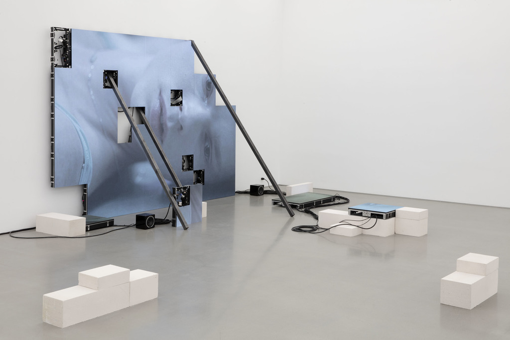 Jesper Just: Corporealités (installation image), 2020. Photo Courtesy of the artist and Perrotin.