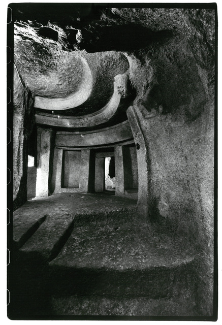 , 'Hal Sa ieni: Zugang zum Allerheiligs- ten des Hypogäums, Malta,,' 1984-1988, Museum für Fotografie