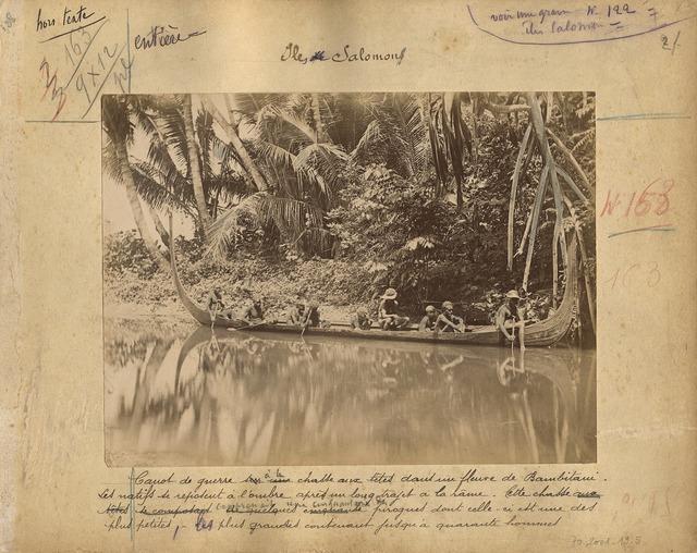 , 'Canot de guerre à la chasse aux têtes dans un fleuve de Bambitani (War canoe heading to hunt at Bambitani river),' , Musée du quai Branly