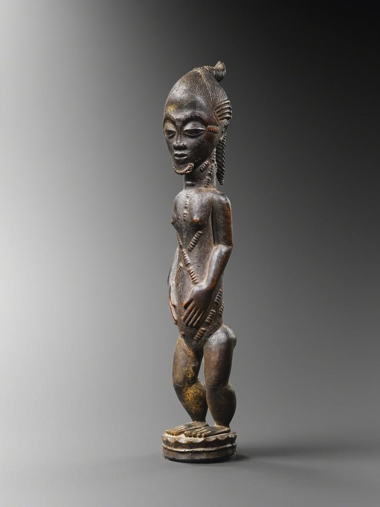 BAULE COTE D'IVOIRE Statuette de conjoint mystique blolo bian Bois et pigments H: 45 cm Inv. n°0172 © Archives Musée Dapper - Photo Hughes Dubois.