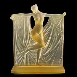 Suzanne statuette