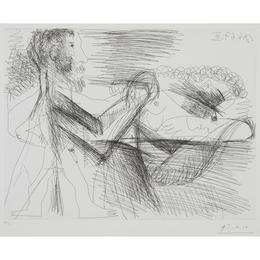 Homme Assis Près d'une Femme Allongeé