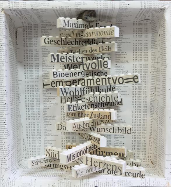 """, '""""Hochgestapelt"""" - Flexible Anordnung von mutierten Legosteinen in Holzbox,' 2016, Galerie Brigitte Schenk"""
