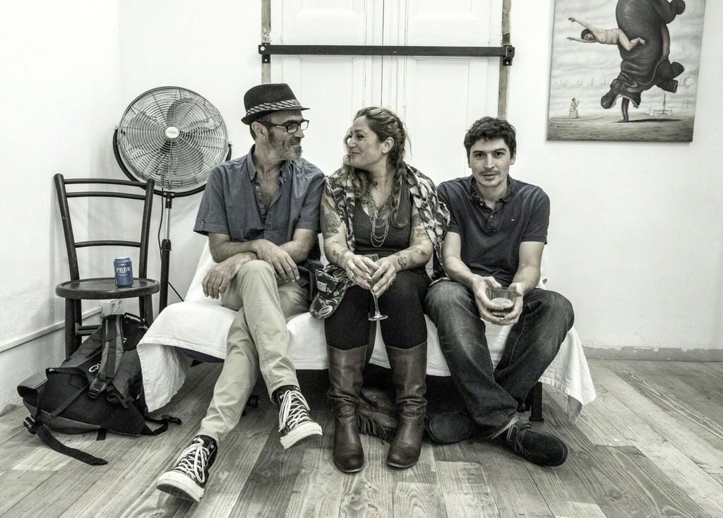"Mono Cieza, Miss Van & Bruno Pontiorli / background: ""L'Amuse Gueeule"" by Bruno Pontiroli"