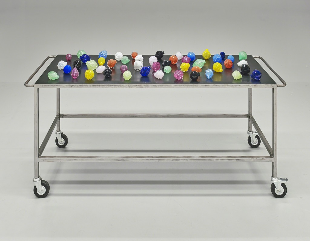 Mona Hatoum, Nature morte aux grenades, 2006–7. Crystal, mild steel, and rubber. Yale University Art Gallery, The Heinz Family Fund and Katharine Ordway Fund. © Mona Hatoum
