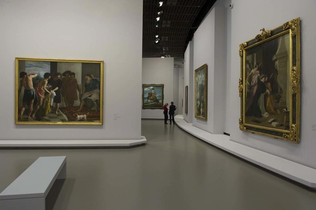 Vue de l'exposition Velázquez 3, scénographie Atelier Maciej Fiszer, © Didier Plowy pour la Rmn-Grand Palais, Paris 2015