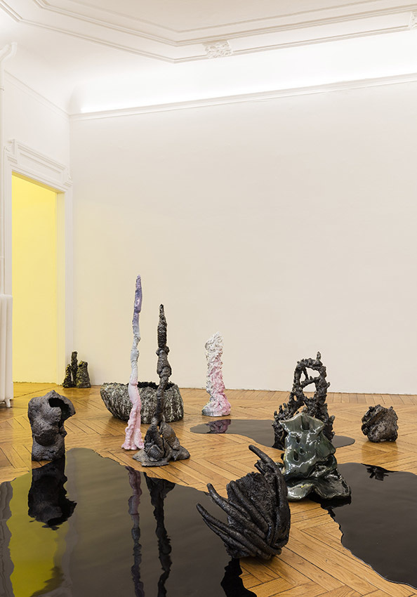 Salvatore Arancio  And These Crystals Are Just like Globes Of Light, 2017 glazed ceramic and epoxy resin Installation view at Federica Schiavo Gallery Milano, Room 1 Ph. Andrea Rossetti
