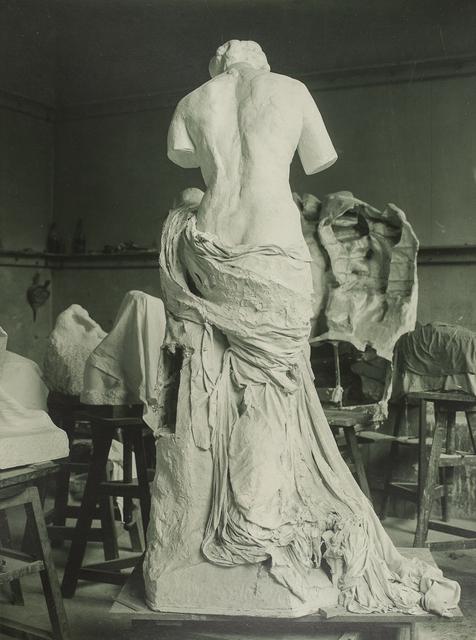 , 'La Muse Whistler dans l'atelier du Dépôt de marbres (La Muse Whistler in the Dépôt des marbres studio),' 1908, Musée Rodin