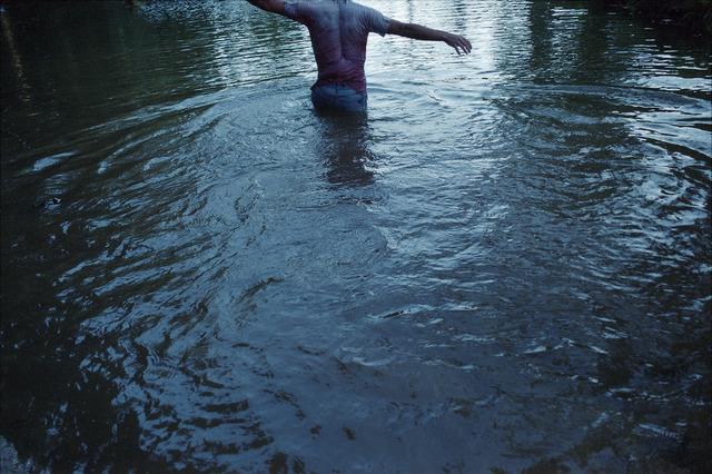 , 'Entre caminando, la ropa pesaba mojada, intente flotar boca abajo. Coqueteando con la idea de flotar vestido, como si fuera una escena de un crimen.,' 2013, Mite