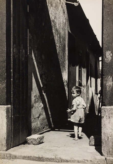 , 'Tenement, 1949,' vintage, Utópica