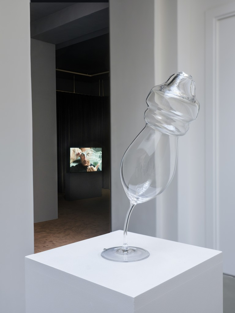 Anri Sala, If and Only If, installation view at Galerie Chantal Crousel, Paris (until November 24, 2018) – Courtesy of the artist and Galerie Chantal Crousel, Paris © Anri Sala / ADAGP, Paris (2018)