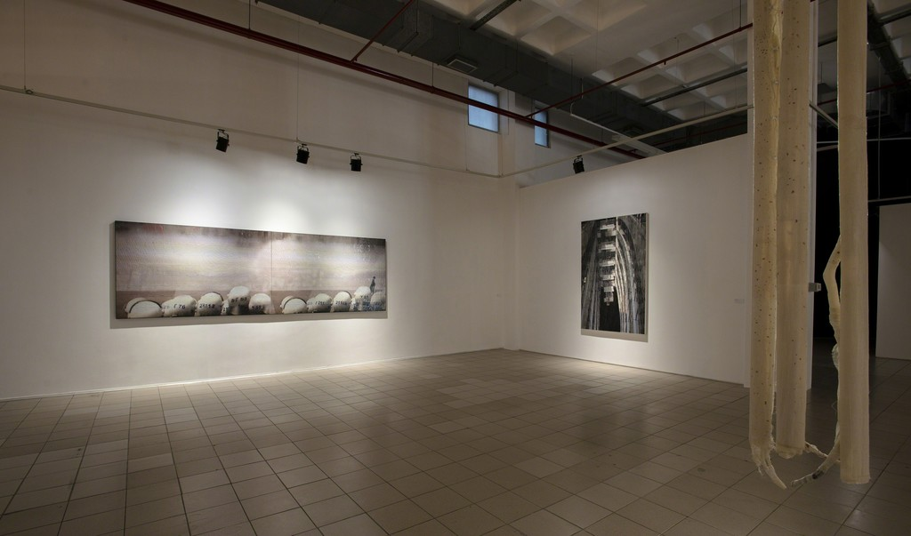 Left: Crescendo In The City, 2013, Justice Palace 2, 2014, Orthopädische Zustände 2, 2015
