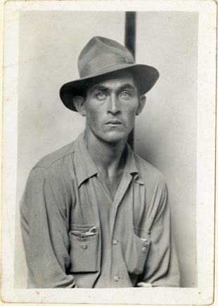 , 'Seated man (Daulton Hartsfield),' ca. 1940, Foam Fotografiemuseum Amsterdam