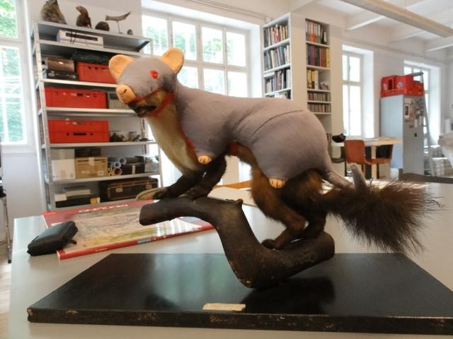 , 'Der Steinmarder - als Räuber - entarnt sich seiner begehrten Beute,' 2005, Galerie Ernst Hilger