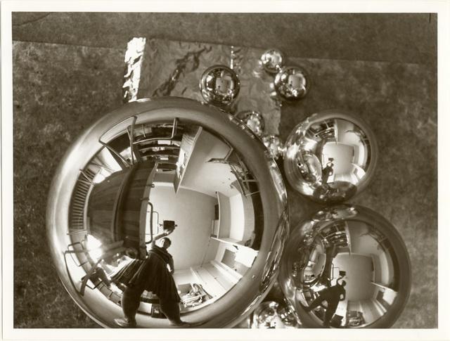 , 'L'Atelier se reflétant dans la boule (autoportrait dans l'atelier Bauhaus à Dessau),' 1928-1929, Les Arts Décoratifs