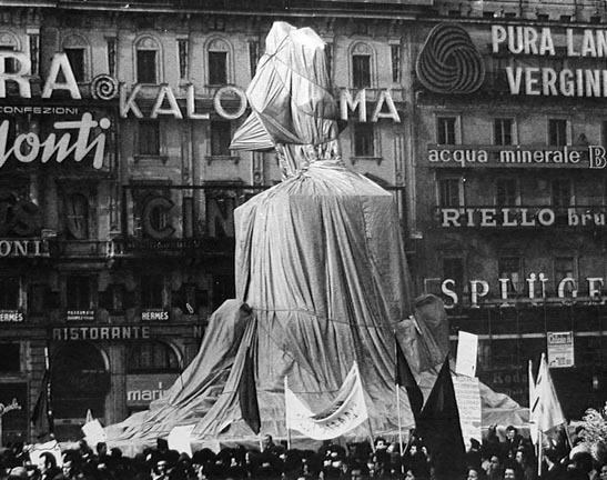 Ugo Mulas, 'Christo's Wrapped Monument to Vittorio Emanuele', 1970, PDNB Gallery