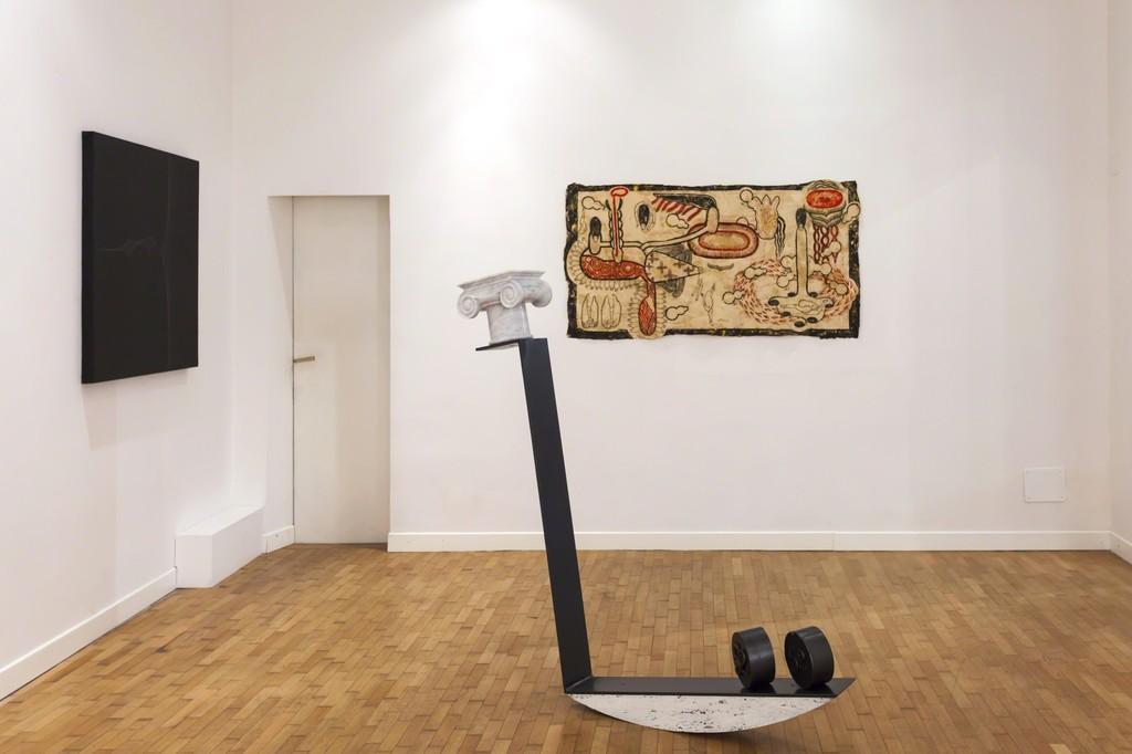 """Emmanuele De Ruvo, """"Anachronism"""", 2016, iron, steel, carrara marble, statuario marble, travertine, 150x120x20cm e """"Dark Energy, 2015, graphite and acrylic on canvas on board 100x100cm e Simone Pellegrini """"Senza Titolo"""", 2016, mixed media on paper 85x175cm— presso Montoro12 Contemporary Art."""