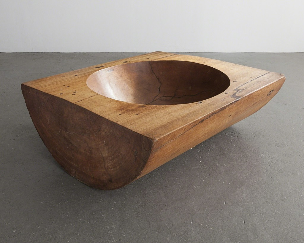 Coffee table in solid wood with sculpted concave center