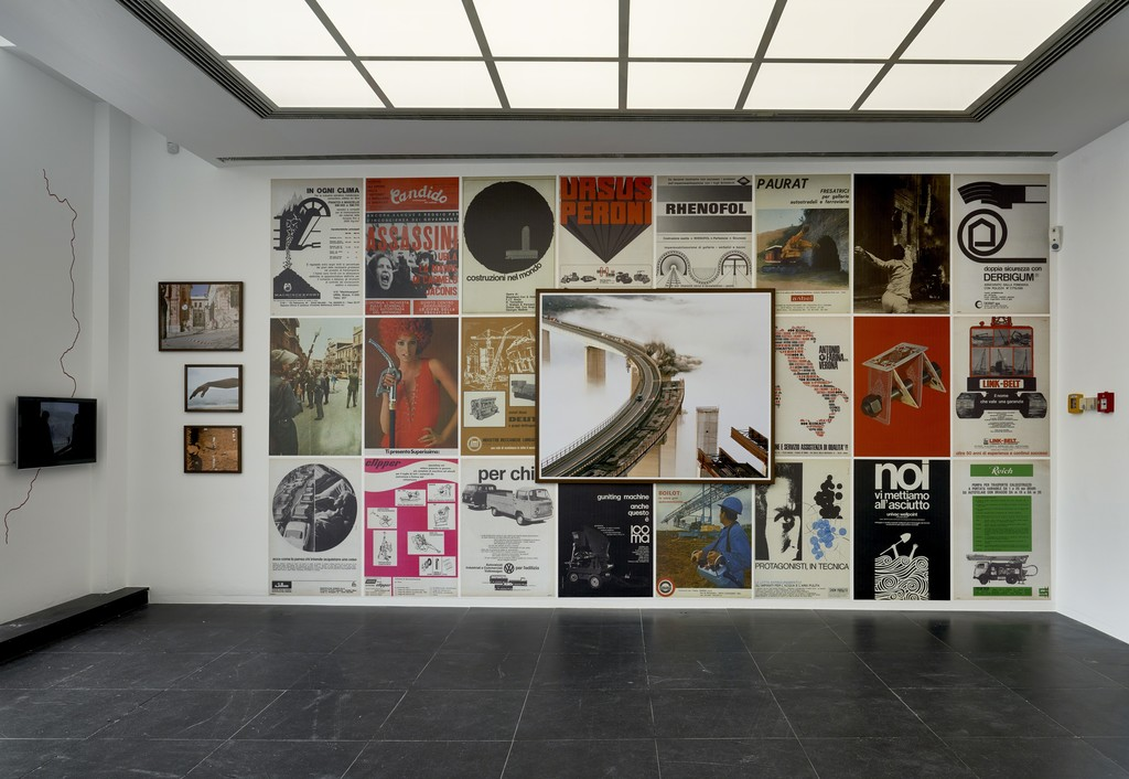 Martin Errichiello & Filippo Menichetti, In Fourth Person, 2015-2017, Installation view Frankfurter Kunstverein, 2018, Photo: N. Miguletz, © Frankfurter Kunstverein, Courtesy of the artists
