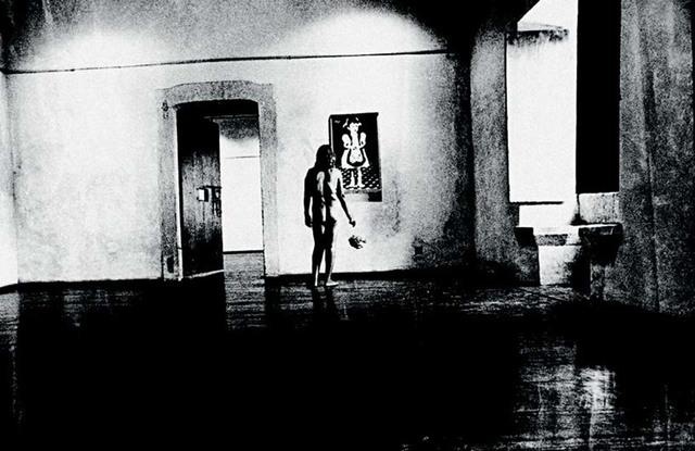 , 'Exposição de uma pessoa vestida, sendo vista por uma pessoa nua, sendo vista por várias pessoas vestidas, no Salão dos Nus,' 1978, Galeria Nara Roesler