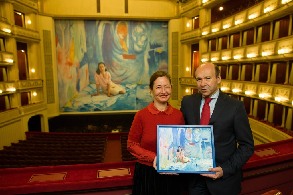 "Dominique Gonzalez-Foerster and Director Dominique Meyer with the edition in front of ""Helen & Gordon"", Safety Curtain 2015/2016, Vienna State Opera, Copyright: museum in progress (www.mip.at), Photo: Andreas Scheiblecker"