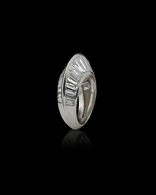 ", 'Platinum and diamond ""Crête""ring,' 1932, Wartski"