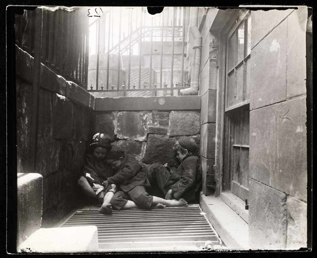 , 'Street Arabs in sleeping quarters,' , Foam Fotografiemuseum Amsterdam