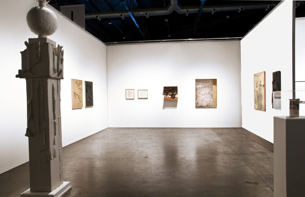 Booth view. Selection of masterpieces from Argentinian Post War Art. Lucio Fontana and Destructive Art legacy. From Left:  Aldo Paparella,  Kenneth Kemble, Lucio Fontana, Kenneth Kemble and Noemí Di Benedetto.