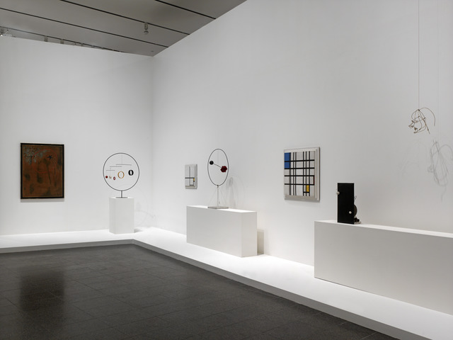 , 'Installation photograph, Calder: Avant-Garde in Motion,' , Calder Foundation