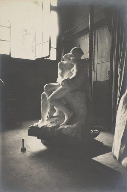 Eugène Druet, 'Le Baiser en marbre dans l'atelier du Dépôt des marbres (The Kiss in marble in the Dépôt des marbres studio)', c. 1898, Musée Rodin