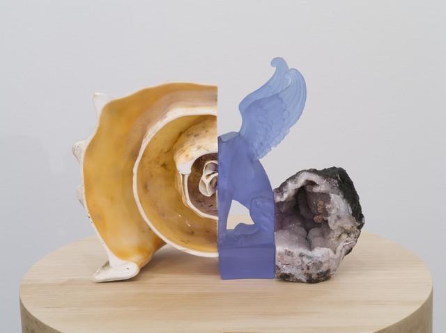 Benoît Maire, 'Sphinx', 2018, Sculpture, Strombus giga, crystal, chalcedony, Galerie Nathalie Obadia