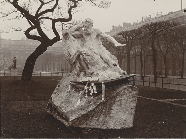 , 'Essai d'installation du Monument à Victor Hugo dans les jardins du Palais-Royal (Trial installation for the Monument to Victor Hugo in the Palais-Royal gardens),' 1909, Musée Rodin
