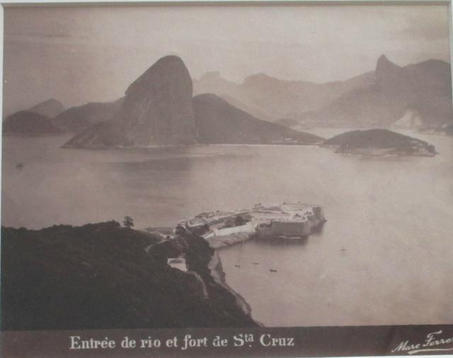 , 'Entrée de Rio et fort de Sta Cruz, Rio de Janeiro,' ca. 1885, Fólio Livraria