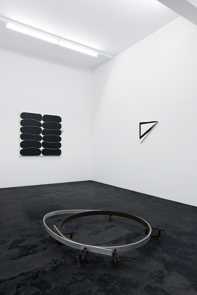 Gary Kuehn »Rational Procedures« | Black Paintings and 1960s Sculpture | Photo: Mischa Scherrer