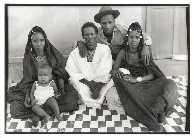 , 'Sans titre ( Un maure à l'européenne, ses 2 épouses et sa petite fille en compagnie de Seydou Keïta),' , galerie du jour agnès b.