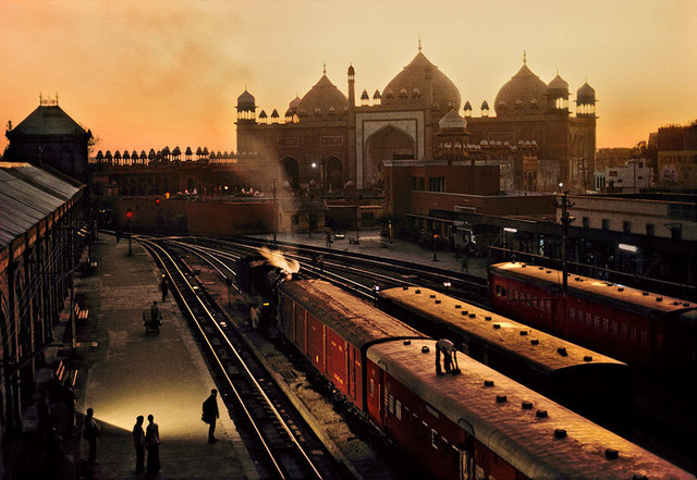 , 'TRAIN STATION, AGRA, INDIA, 1983,' 1983, Beetles + Huxley