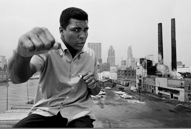 , 'Muhammad Ali showing off his right fist over Chicago's skyline,' 1966, Galeria de Babel