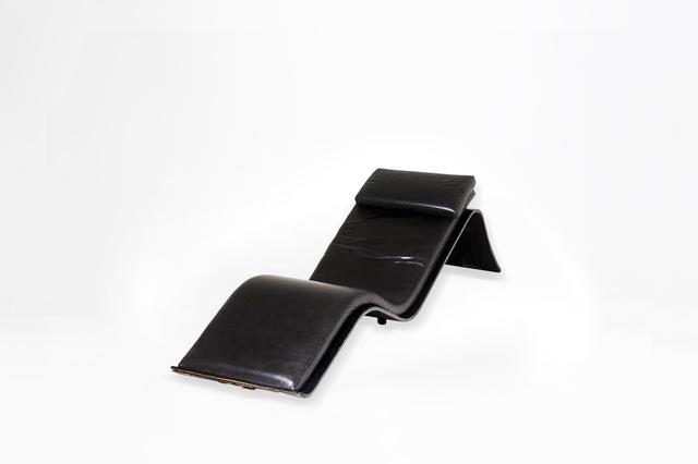 ", 'Chaise longue model ""Espreguiçadeira Praiana"",' 1978, Side Gallery"
