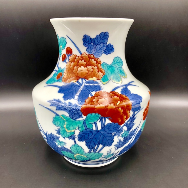 , 'Japanese Porcelain flowers Vase,' 20th. Century , Romang Antiques Gallery - Asian Art