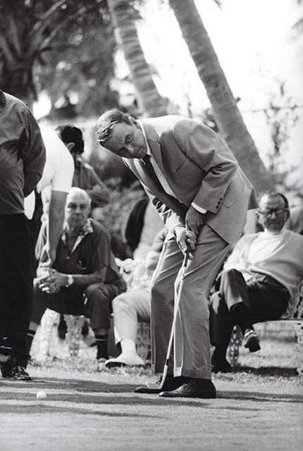 Terry O'Neill, 'Frank Sinatra playing golf in Miami', 1968, Alon Zakaim Fine Art