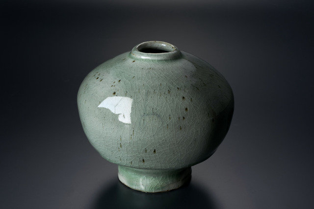 , '粉引青白釉扁壷,' 2013, Tomio Koyama Gallery